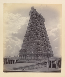 Tritchindoor [Tiruchendur] Pagoda. The great pyramidal tower over gateway